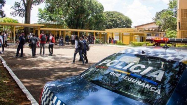 Resultado de imagem para escola publica com militar df