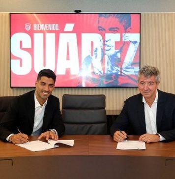 Um dia depois de se despedir do Barcelona, atacante uruguaio veste a camisa do clube madrilenho e é anunciado oficialmente